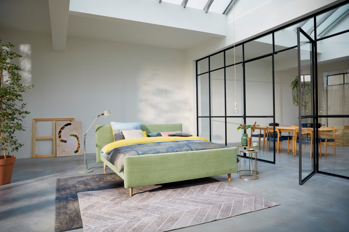 gestoffeerde houten poten mooi simpel modern bed groen pistachio