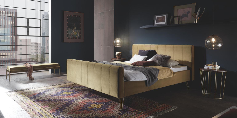 Fluwelen groen bed hasena bronzen poten 180x200 met meubelen